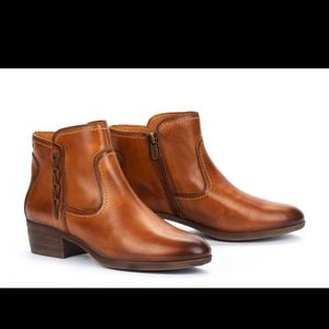 Pikolinos Brandy Cognac tan leather ankle boots 7